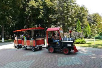 Duminică, în Parcul Municipal Roman: fotbal, fitness, poiana cu povești, șah, muzică și dans, cu talente locale
