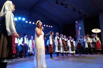 Regal de folclor la Roman: Parada portului popular pe străzile orașului și spectacol în Parcul Municipal, vineri, 2 august