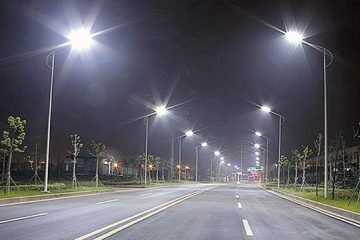 Veste bună pentru romașcani: Modernizarea iluminatului public – 4.525 surse LED și panouri fotovoltaice
