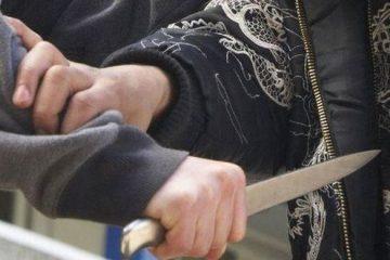 Neamț: doi tineri au fost atacați cu un cuțit. Unul dintre ei a fost înjunghiat de mai multe ori