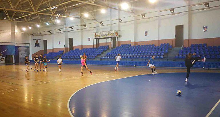 Municipiul Roman are echipă de handbal feminin în Divizia A. Vezi lotul care va evolua în campionat