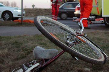 O femeie, din Horia, beată criță pe bicicletă, a fost lovită de un autoturism
