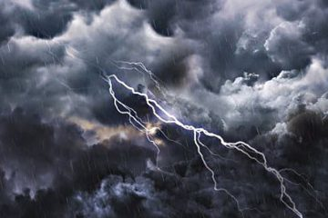 Atenționare meteo – Cod Galben pentru Roman și zona Roman: vijelii, grindină, ploi însemnate