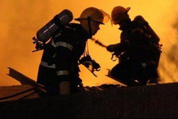 Neamț: o hală plină cu mobilă și o carmangerie au ars, seara trecută, din cauza unei afumători
