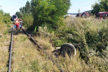 Doi bărbați au murit pe loc după ce căruța în care se aflau a fost izbită de locomotiva trenului Piatra Neamț – Bacău