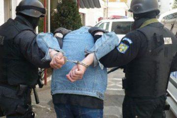 Polițiștii din Roman au prins un bărbat care avea mandat de arestare pentru două tentative de furt, în Danemarca