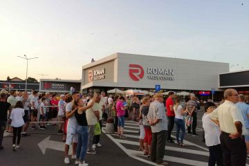 Mii de romașcani, la Festivalul Berii, până acum. Nu ratați, astăzi, ultima seară cu Irina Rimes, mici, bere și voie bună