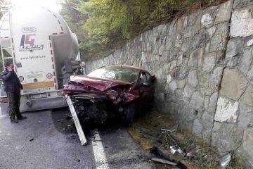 Neamț: a depășit o căruță, într-o curbă periculoasă, și a intrat în coliziune cu o autoutilitară