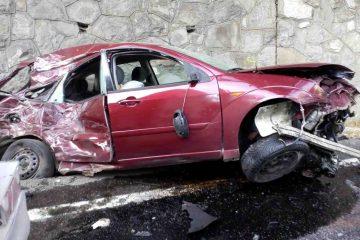 În această seară, în Neamț: accident rutier – un camion a strivit o mașină de parapetul șoselei