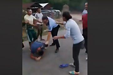 Video: Se întâmplă în România! Bătaie între polițiști și mai mulți localnici