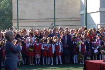 Programul festivităților de deschidere a anului școlar la fiecare unitate de învățământ din Roman