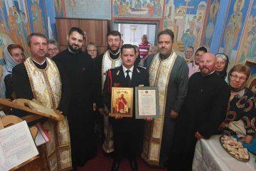 Distincție de vrednicie pentru comandantul Detașamentului de Pompieri Roman, din partea IPS Ioachim