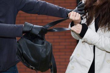 Neamț: a bătut o tânără ca să-i fure geanta