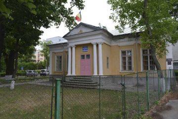 Copiii de la Grădinița 2 Roman, str. D. Gherea, vor fi mutați în alt spațiu. Clădirea grădiniței intră în reabilitare