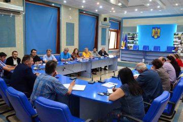 Ședință cu directorii unităților de învățământ, din Roman, la început de an școlar