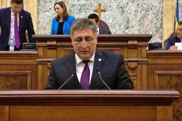 """Senator Dan Manoliu: """"Cum va apăra interesele României pe plan extern un președinte numit Dan Barna?"""""""
