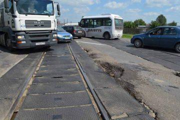 """În problema trecerii la nivel cu calea ferată, de la ieșirea din Roman spre Iași, se fac numai…""""pași importanți"""""""