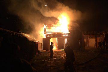 Dulcești: a băut bine, s-a certat cu soția și…a dat foc la casă. Noroc cu vecina că a chemat pompierii
