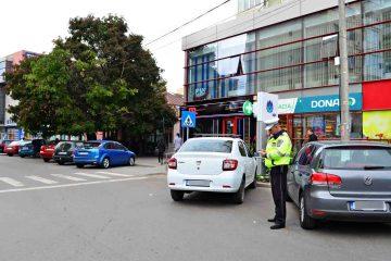 """Roman: zeci de amenzi pentru """"oprire interzisă"""" și pentru parcare, fără achitarea taxei"""