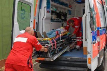 Neamț – Ambulanță: un băiat de 12 ani, în comă alcoolică și o femeie de 34 de ani, accident mortal