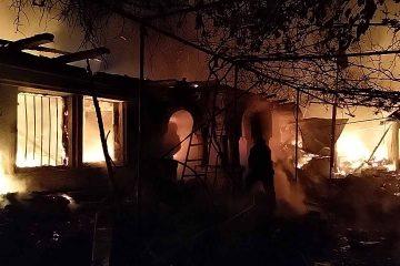 Tragedie la Adjudeni, noaptea trecută: o gospodărie a luat foc de la o lumânare. Proprietarul a murit