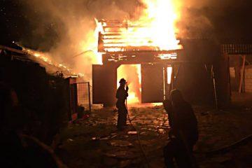 Pompierii romașcani au intervenit la un incendiu: au ars mobila și bunurile materiale dintr-o cameră