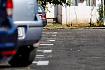 Peste 100 de locuri de parcare, nou amenajate, sunt scoase la licitație de Primăria Roman