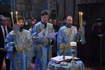 """Sfânta Liturghie cu prilejul sărbătorii """"Intrarea Maicii Domnului în Biserică"""", la Roman"""