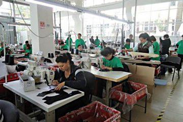 Locuri de muncă noi, la Roman: angajatorii cer studii minime și medii și oferă salarii motivante