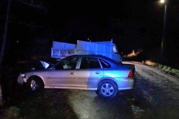 Neamț: Un tânăr de 18 ani, fără permis, se urcă băut la volan și provoacă un accident rutier cu două victime