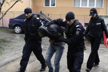 Tânăr, căutat la nivel național pentru tâlhărie calificată, prins și băgat după gratii de poliţiştii nemţeni
