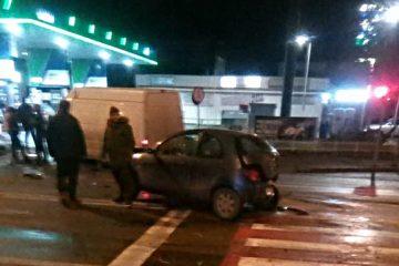 De băut ce era, un romașcan nu a văzut mașina oprită în fața sa – Accident rutier cu trei mașini implicate, la Gara Roman