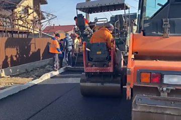 """Lucian Micu: """"Au început lucrările de asfaltare în cartierul Petru Rareș. Tragem tare să finalizăm ce ne-am propus pentru acest an!"""""""