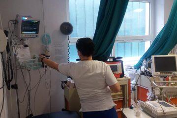 Luptă la limita dintre viață și moarte; medicii de la CPU Roman, după cinci ore de resuscitare, au declarat decesul bătrânei