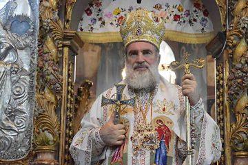 Credincioșii romașcani, binecuvântați în prima zi de Crăciun la Catedrala arhiepiscopală din Roman