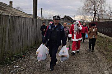 Polițiștii secțiilor Sagna, Ion Creangă și Mărgineni au oferit daruri familiilor aflate în dificultate