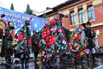 La Roman, în decembrie: Nunta de aur, Caleașca lui Moș Crăciun și Festivalul de datini și obiceiuri de iarnă