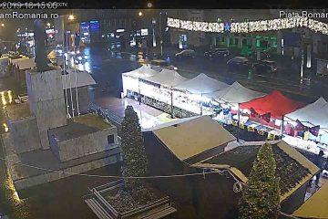 """Imagini în direct: """"Te uită cum ninge decembre"""", în Piața Roman Vodă, în ultima seară a Târgului de Iarnă"""