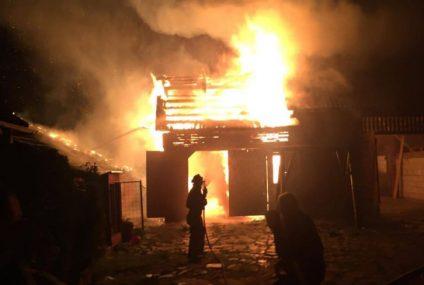 Pagube importante în urma unui incendiu produs în această seară, la o gospodărie din Butnărești – Secuieni