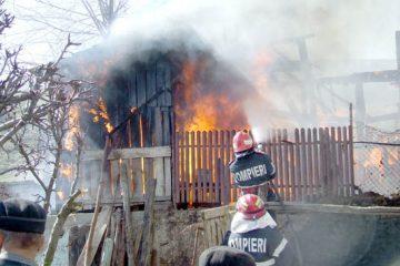 Neamț, astăzi: locuință distrusă de flăcări