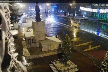 La Roman ninge ca în povești. Puteți urmări imagini în direct din Piața Roman Vodă, parc și de la patinoar