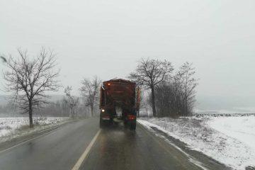 Ninge în Neamț. Vezi cum se circulă pe drumurile naționale din Moldova