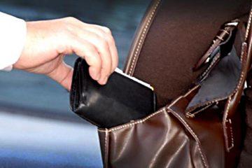 Neamț: Tânăr surprins în timp ce sustrăgea un portofel din rucsacul unei femei