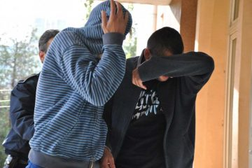 Doi tineri, din Roman și Icușești, au fost prinși după ce au furat…o sticlă de băutură