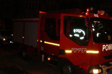 În această seară, la Roman: bărbat salvat de pompierii romașcani după ce au intrat în apartament pe geam