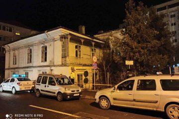 Pericol, în această seară, la Casa Celibidache: gardul avea curent și scotea scântei. Autoritățile au intervenit de urgență