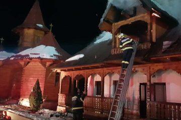 Pagube importante în urma unui incendiu la Mănăstirea Petru Vodă. Salvatorii au evitat propagarea focului la biserică