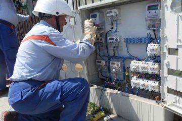 Întreruperi în alimentarea cu energie electrică, în zona Roman; vezi programarea pe zile și localități