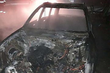 """""""Prietenii"""" i-au dat foc la mașina parcată în fața locuinței, la Cârlig, comuna Dulcești"""