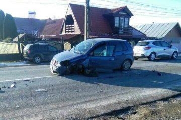 Astăzi, în Neamț: nu s-a asigurat la schimbarea direcției de mers și a intrat în coliziune cu altă mașină